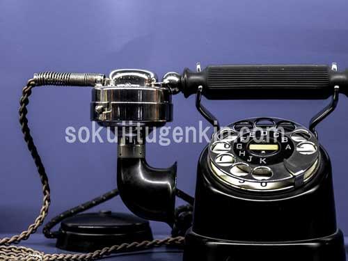 固定電話の普及率が落ちていく一方