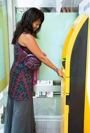 ATMでチャージ金額分の支払いが可能で残高も一目で解る